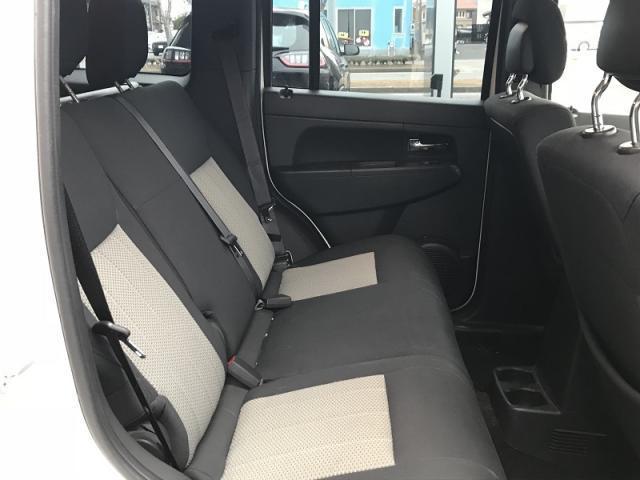 後部座席のスペースも余裕が御座います。