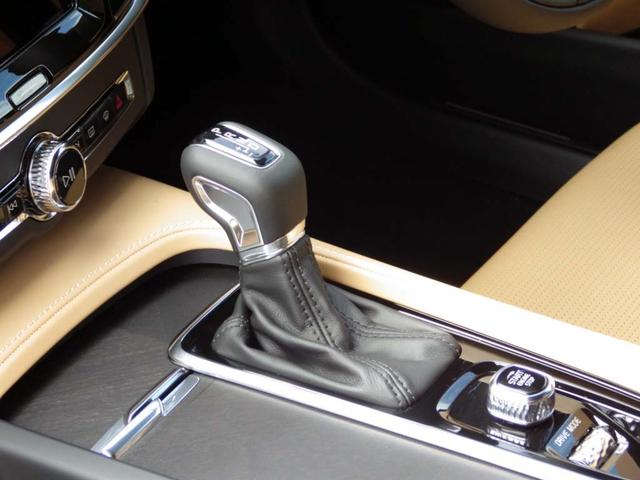 ATシフトはマニュアルモード付ですので、シフトアップ、ダウンとスポーティなドライビングが可能です。