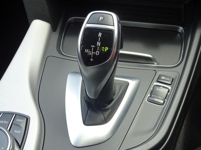 320d Mスポーツ 後期モデル ローダウン 純正19インチAW LEDヘッドライト 黒革シート シートヒーター インテリジェントセーフティ 純正ナビ バックカメラ(12枚目)
