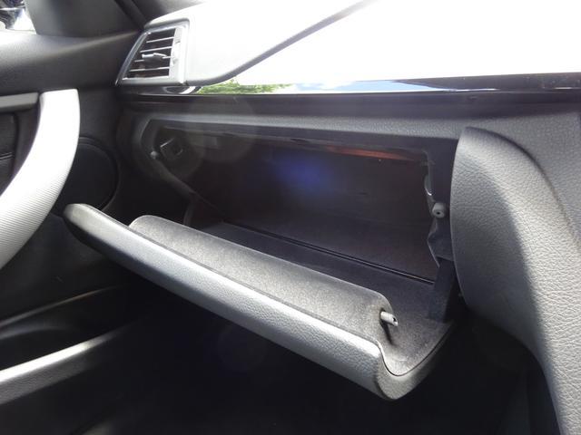 320d Mスポーツ 後期モデル ローダウン 純正19インチAW LEDヘッドライト 黒革シート シートヒーター インテリジェントセーフティ 純正ナビ バックカメラ(19枚目)