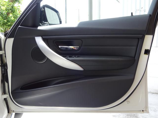 320d Mスポーツ 後期モデル ローダウン 純正19インチAW LEDヘッドライト 黒革シート シートヒーター インテリジェントセーフティ 純正ナビ バックカメラ(20枚目)