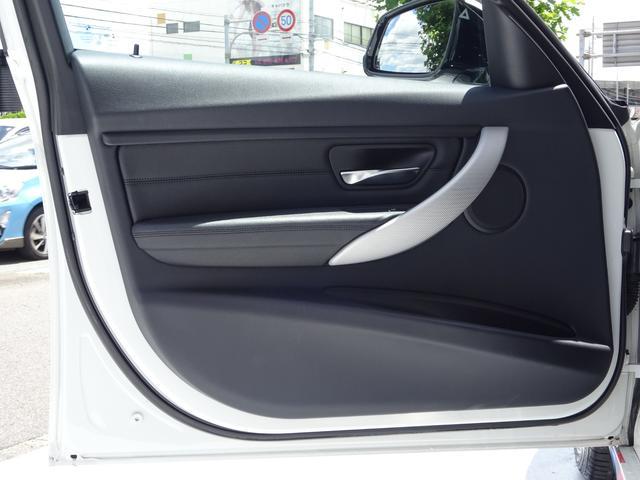 320d Mスポーツ 後期モデル ローダウン 純正19インチAW LEDヘッドライト 黒革シート シートヒーター インテリジェントセーフティ 純正ナビ バックカメラ(21枚目)