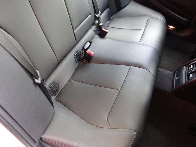 320d Mスポーツ 後期モデル ローダウン 純正19インチAW LEDヘッドライト 黒革シート シートヒーター インテリジェントセーフティ 純正ナビ バックカメラ(26枚目)
