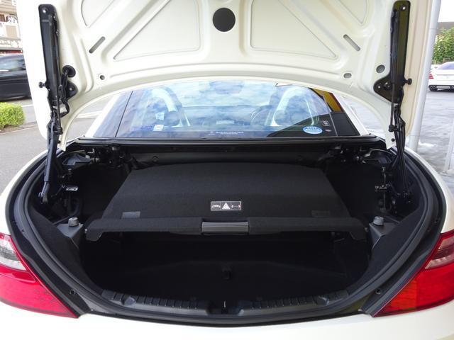 SLK200 AMGスポーツパッケージ・マジックスカイコントロールパノラミックバリオルーフ・レーダーセーフティパッケージ・バックカメラ・ブラックレザーシート・18AW・純正ナビ&TV(15枚目)