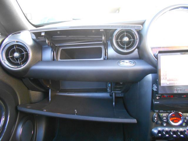 クーパーS ロードスター HDDナビ レーダー探知機 ETC 禁煙車 フルセグTV ドライブレコーダー 純正17AW ブラックレザーシート シートヒーター クロームラインインテリア ブラックヘッドライト PDC ミッドナイトブラックボディ ホワイトターンシグナル(16枚目)
