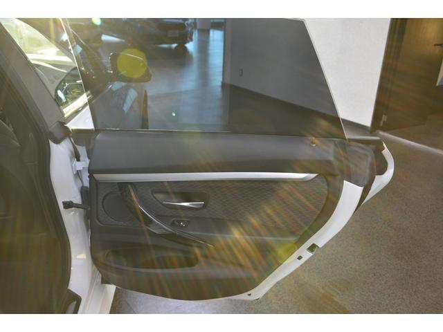320iグランツーリスモ Mスポーツ ワンオーナー禁煙車 地デジ 19インチAW 追従式クルコン ブラックグリル オートトランク(33枚目)