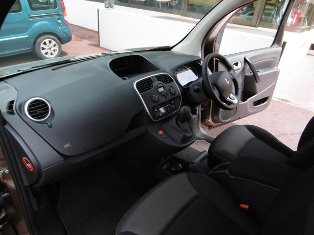 エアバックはフロント、サイド、後部座席横のカーテンと6つ備えられており、安心です。