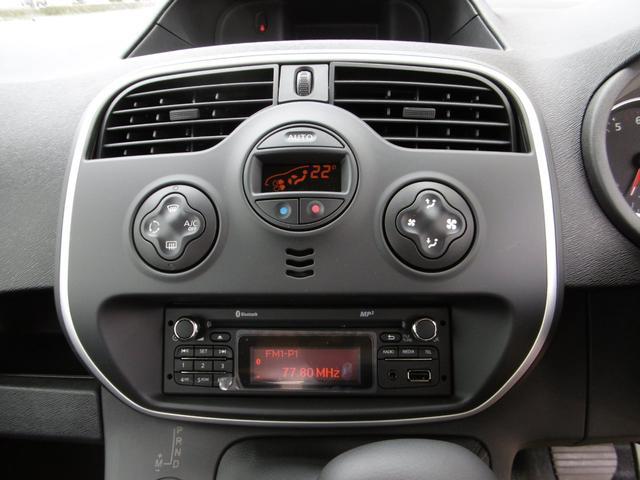 オートエアコン、オートライト、オートワイパーは標準装備です。
