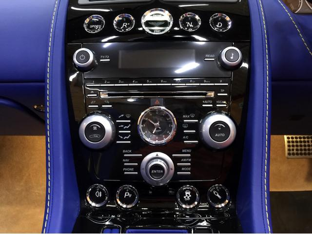 「アストンマーティン」「アストンマーティン V12ヴァンテージ」「オープンカー」「愛知県」の中古車17