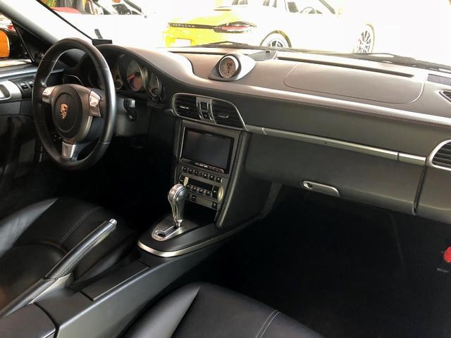 911ターボ PCCB スポーツクロノパッケージ バックカメラ PASM シートヒーター コンフォートシート 19インチターボホイール Bluetooth バイキセノン レザーインテリア(8枚目)