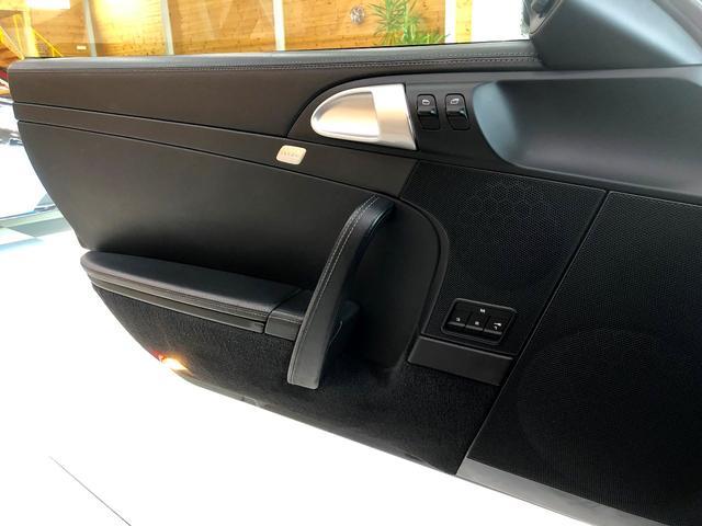 911ターボ PCCB スポーツクロノパッケージ バックカメラ PASM シートヒーター コンフォートシート 19インチターボホイール Bluetooth バイキセノン レザーインテリア(10枚目)