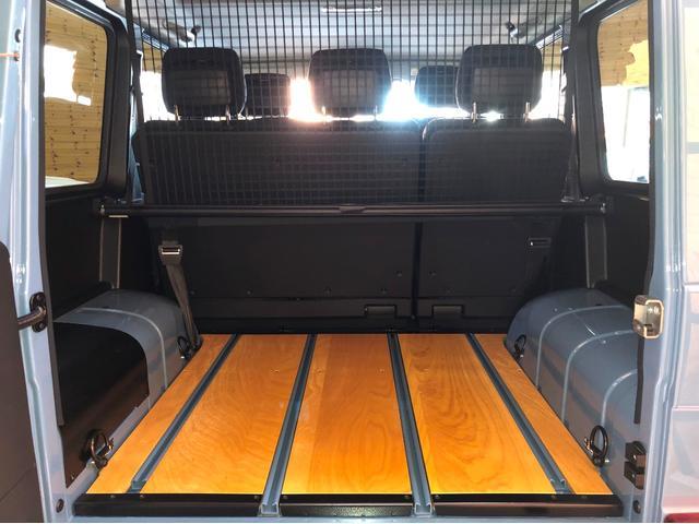 G350d プロフェッショナル オフロードパッケージ 国内未発売 ライトガード リアラダー付ルーフラック ウッドフロアデッキ スチールバンパー サイドステップ シートヒーター ヒッチボール マットブラック16AW(9枚目)