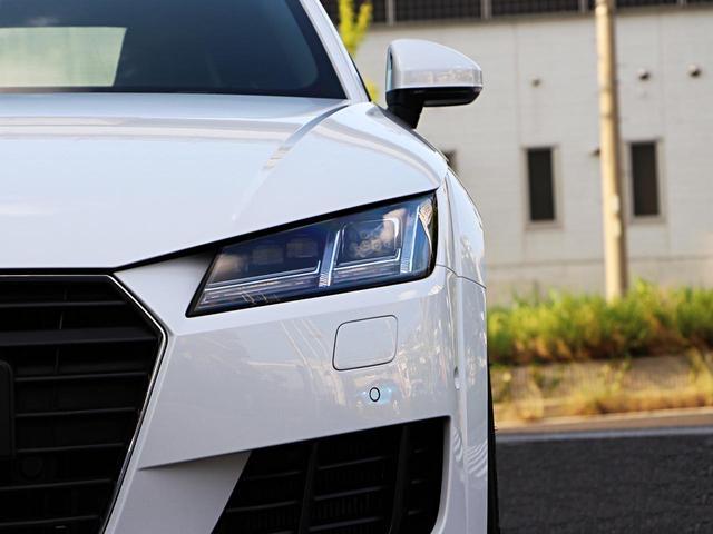 マトリクスLEDヘッドライト(走行状況により前走車および対向車の対象物のみを眩しくないようスポット的にロービームへ切り替えるオートハイビーム機能)