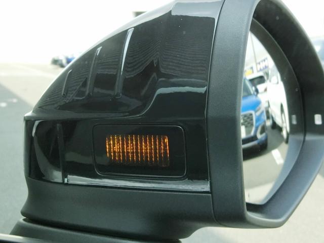アシスタンスパッケージに含まれるAudiサイドアシストは、ドライバーの死角を並走する車両を検出して、車線変更が危険であることを警告し、事故を未然に防ぐシステムです。