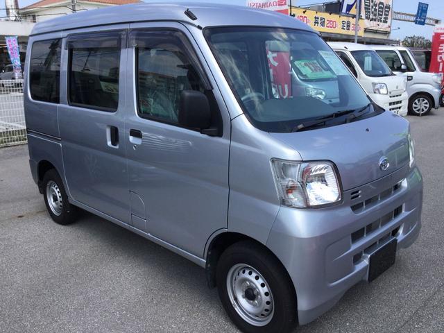 沖縄の中古車 ダイハツ ハイゼットカーゴ 車両価格 104万円 リ済別 平成29年 0.7万km ブライトシルバーM