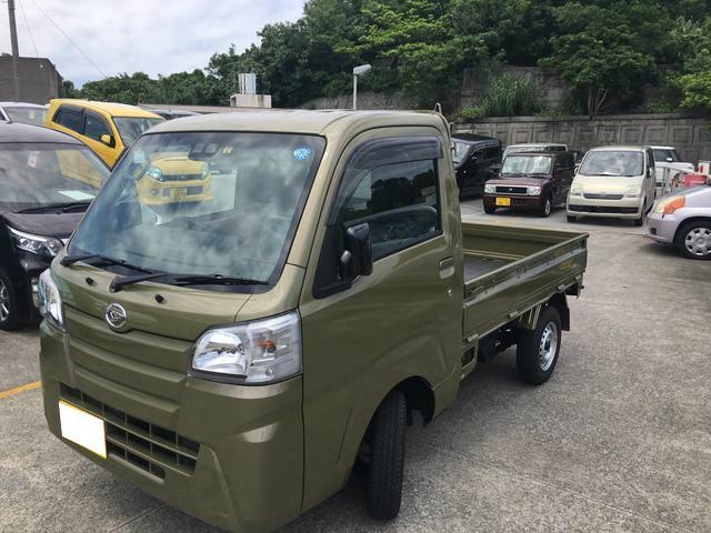 沖縄の中古車 ダイハツ ハイゼットトラック 車両価格 98万円 リ済別 2018(平成30)年 0.4万km オフビートカーキM