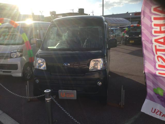 沖縄の中古車 ダイハツ ハイゼットカーゴ 車両価格 98万円 リ済別 2017(平成29)年 5.1万km ブラックマイカM