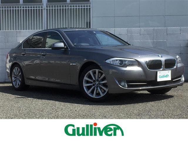 BMW 5シリーズ 535i サンルーフ/黒レザーシート/純正HDDナビ/フルセグTV/バックカメラ/前席パワーシート&シートヒーター&エアコン/2ndシートヒーター/衝突軽減ブレーキ/レーダークルーズ/レーンチェンジウォーニング