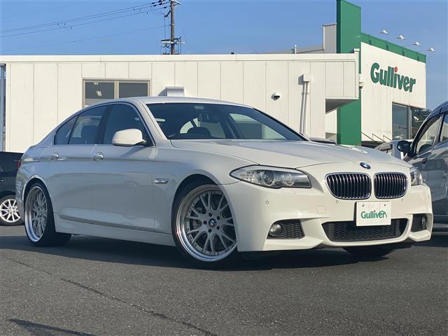 BMW 528i 純正HDDナビ/フルセグ/CD/DVD/AUX/MSV/バックカメラ/ETC/シートヒーター/パワーシート/コーナーセンサー/オートライト/HIDライト/純正フロアマット/社外アルミ20インチ