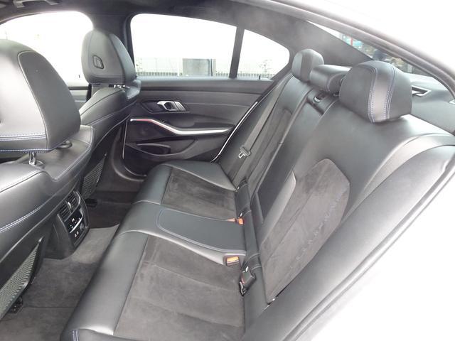 リアシートはロングドライブも疲れを感じさせないシート設計で快適でゆとりの室内空間が広がります!