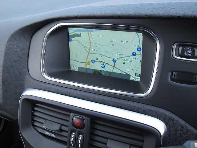 様々なメディアに対応したボルボセンサスはドライブをより快適に盛り上げてくれます。