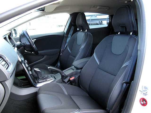 T-TECテキスタイルのシート地は丈夫で耐久性に優れ、あらゆる体型にフィットします。長時間のドライブでも疲労を最小限に抑える人間工学に基づいた設計となっています。