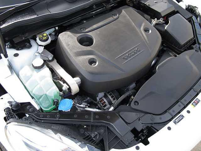 2.0リッターのディーゼルエンジンはパワフルかつトルクフルで軽快な走りを実現しています。