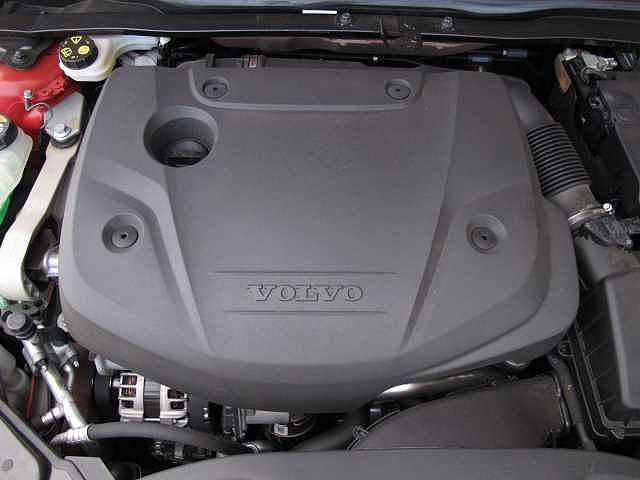 2.0リッターのディーゼルエンジンはパワフルかつトルクフルで軽快な走りを実現しています。ガソリンエンジンよりもリッターあたりの走行距離が長く、使用する燃料は軽油です。