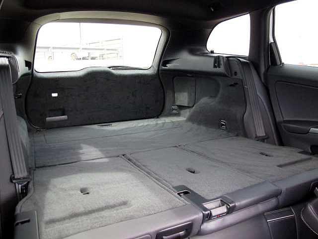 後部座席は前方に倒せます。フラットに使えます!
