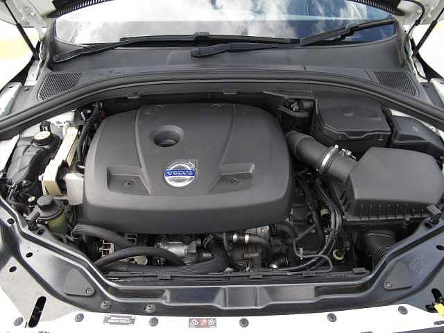 2.0リッターターボのガソリンエンジンは8速トランスミッションとの組み合わせでパワフルかつスムーズな加速が魅力のエンジンです。