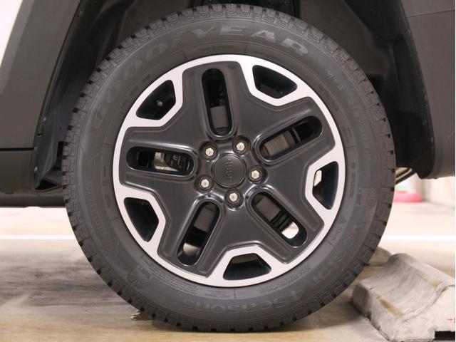 クライスラー・ジープ クライスラージープ レネゲード トレイルホーク 新車保証継承 地デジPNDナビ ETC