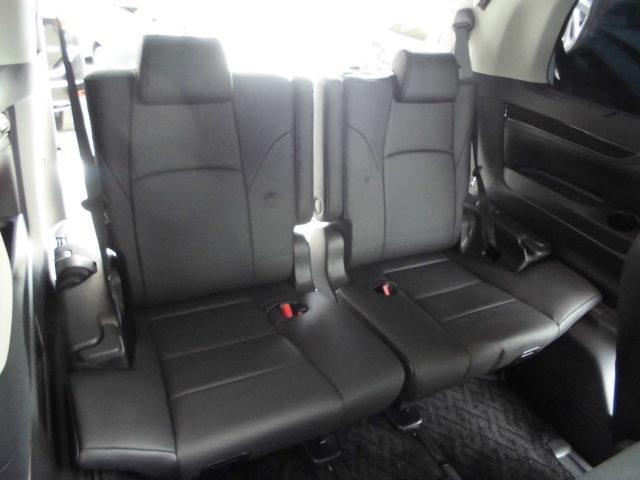 サードシートもゆったり座れます。