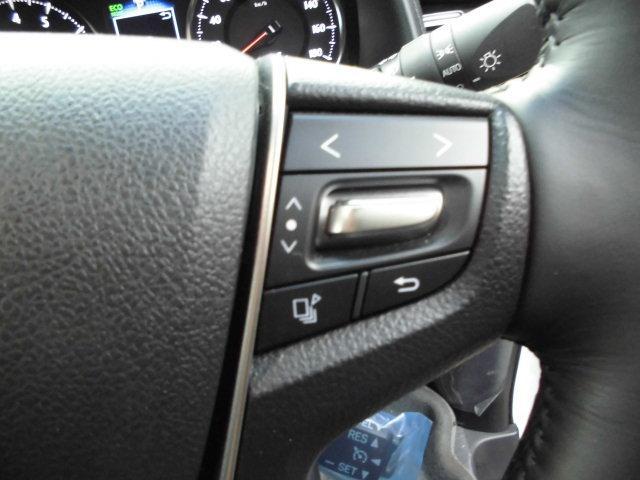 左右ステアリングコントローラー付きです。