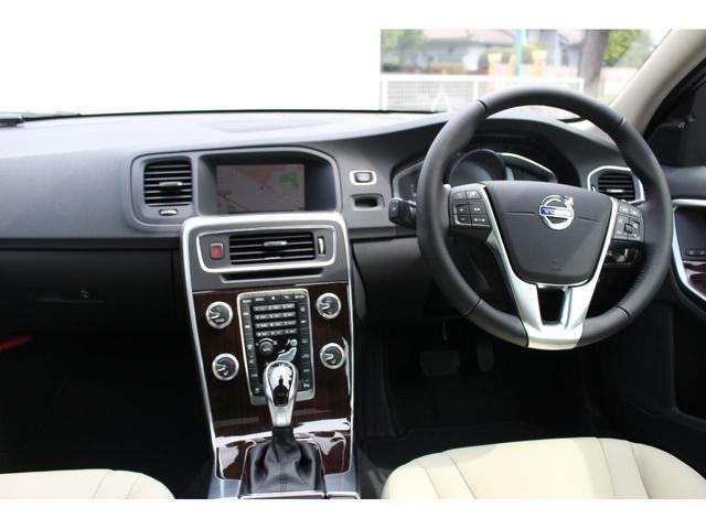 ボルボ ボルボ V60 クロスカントリー D4 クラシック 登録済未使用車