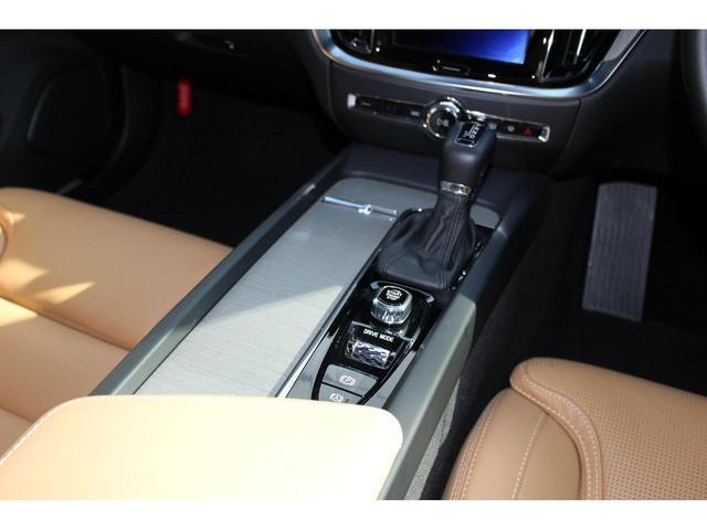 クロスカントリー T5 AWD プロ 登録済み未使用車 シートヒーター&ベンチレーション 360°カメラ アダプティブクルーズコントロール パイロットアシスト ETC2.0 前席マッサージ機能 パワーテールゲート(17枚目)