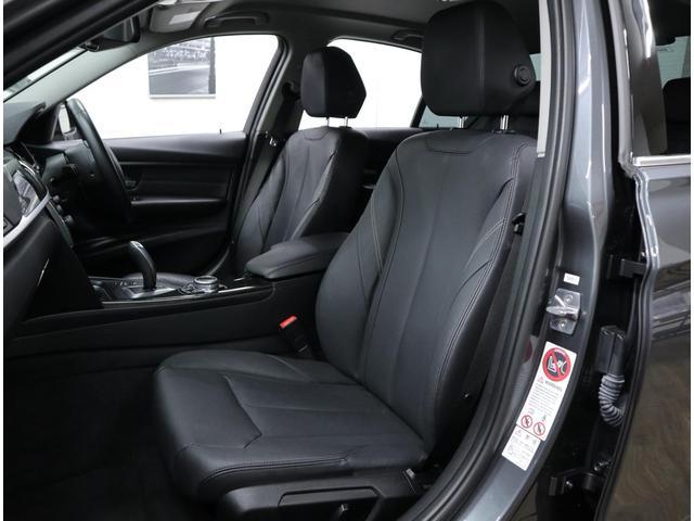 座面長に余裕があるため、ロングドライブでも疲労感が少ない。前席はフルパワーシートを採用し、運転席は2名分のメモリー機能を内蔵しているのでとても快適です。