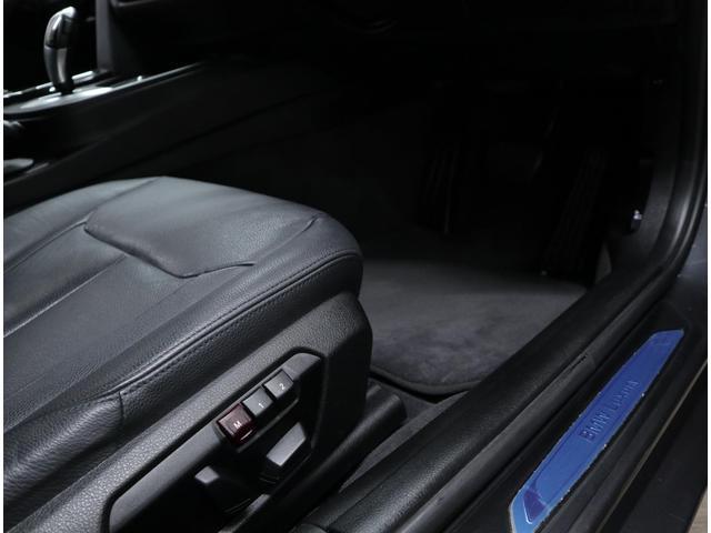 前席は左右ともにフルパワーシートを標準装備し、運転席は2名分のメモリー機能も搭載。設定によって、それぞれのリモコンキーに記憶させることができる「キーメモリー」機能も備えています。