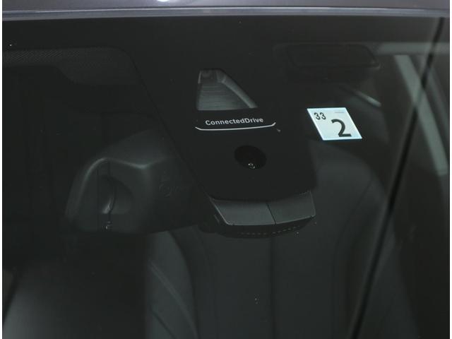 事故の際に車両が自動的にSOSコールセンターに連絡してくれる「BMW SOSコール」、オペレーターがドライバーに変わってさまざまな情報を検索してくれるコンシェルジュサービスも利用可能。※別途要加入契約