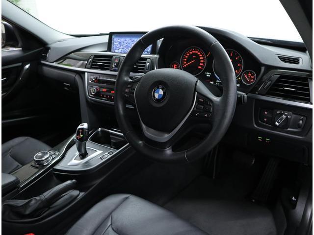 ドライバーに向かって7度傾き、機能的にレイアウトされたセンターコンソールと、高い操作性のコントロール類は、クルマと一体となって運転に集中できる安心感をもたらします。