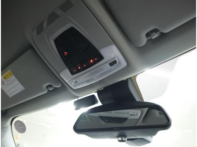 シフトやセンターコンソール周囲を優しく照らしてくれるLEDランプを内蔵。