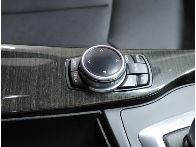 使用頻度の高い機能へダイレクトにジャンプできるメニューボタンを追加したリニューアルiDriveコントローラー。日本の道路での徹底的なテストも実施し、日本の交通事情に適合させています。