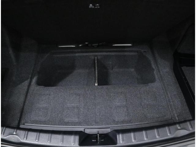 スペアタイヤを省略化することによって大容量の床下収納スペースを確保しています。