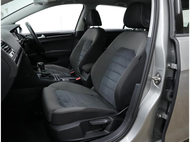 ハイラインに標準装備されるアルカンターラコンビシート。固過ぎず、柔らか過ぎず、適度な座り心地を実現し、深く腰掛けられる長い座面によって、長距離運転でも疲労感の少ない移動をお約束します。