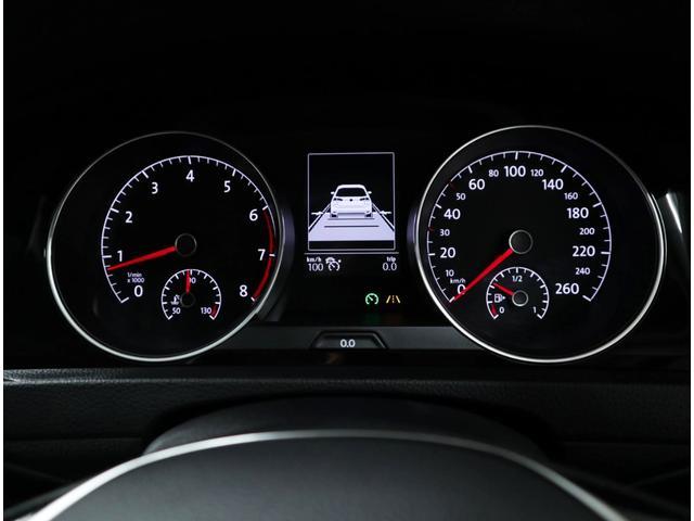 前走車を自動追従し、ステアリング操作だけに集中できる「アダプティブクルーズコントロール」付きです。