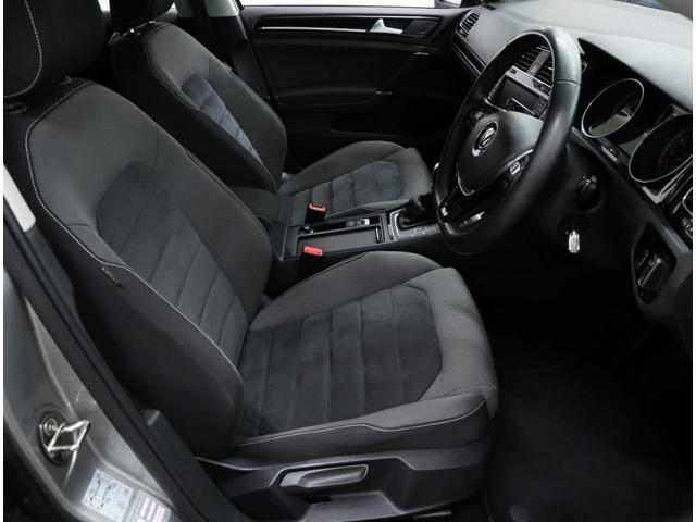 使用感はあるものの、とても綺麗な状態を維持した運転席。