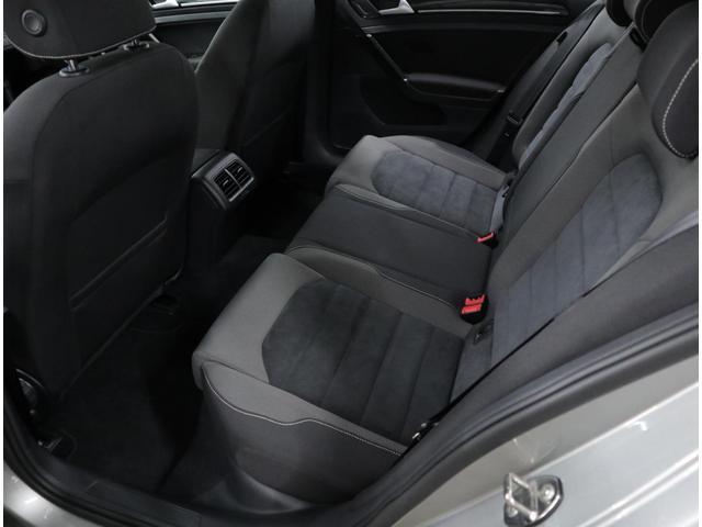 助手席や後部座席も含め、とても綺麗な状態を維持しています。
