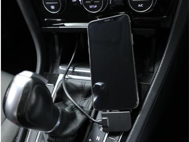 iPhone、iPod用のDock変換ケーブルとライトニング変換ケーブルも付属します。
