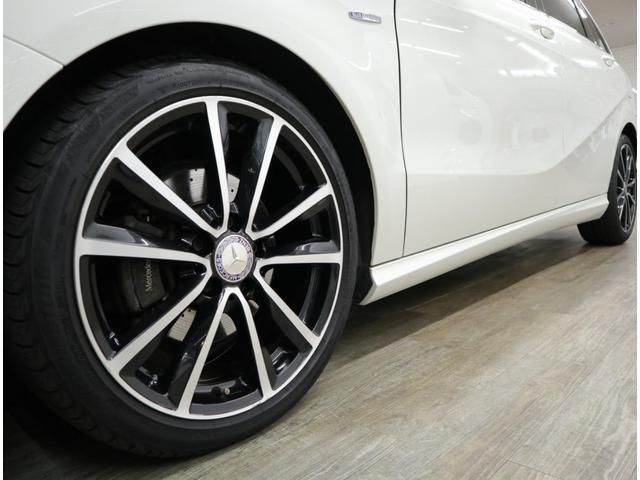 ナイトパッケージに装備される、5ツインスポーク18インチアルミホイールには、2018年モデルのブリヂストン製225/40R18のワイドタイヤを装着。