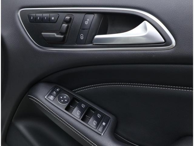 運転席は3名分のメモリー機能を備えたフルパワーシートを搭載。各種スイッチ類も綺麗な状態を維持しています。