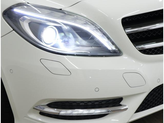 LEDポジショニングライトとLEDドライビングライト、LEDウインカー、LEDリアコンビネーションライト等、LEDを多用したライト類。美しい透明度を維持したヘッドライトレンズに、HIDも装備。